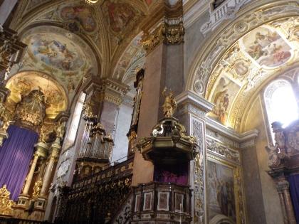 11_klosterneuburg_interier_kostola.jpg