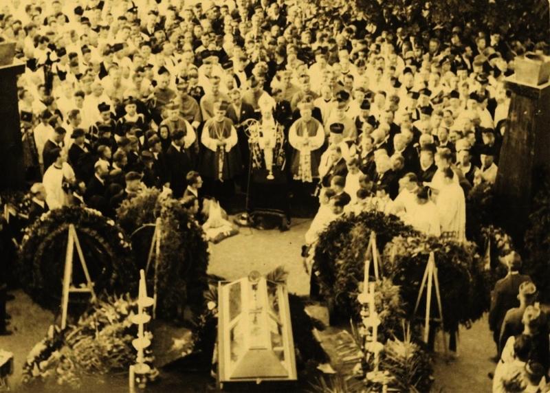 30_hlavnym_recnikom_na_hlinkovom_pohrebe_21._augusta_1938_v_ruzomberku_bol_predseda_cs._vlady_milan_hodza.jpg