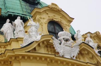 5_barokove_sochy_na_prieceli_klastora.jpg