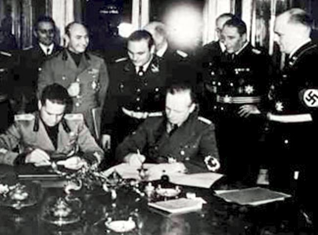 8_count_galeazo_ciano_a_joachim_von_ribbentrop_podpisuju_protokol_k_viedenskej_arbitrazi_2._11._1938_horny_belveder.jpg