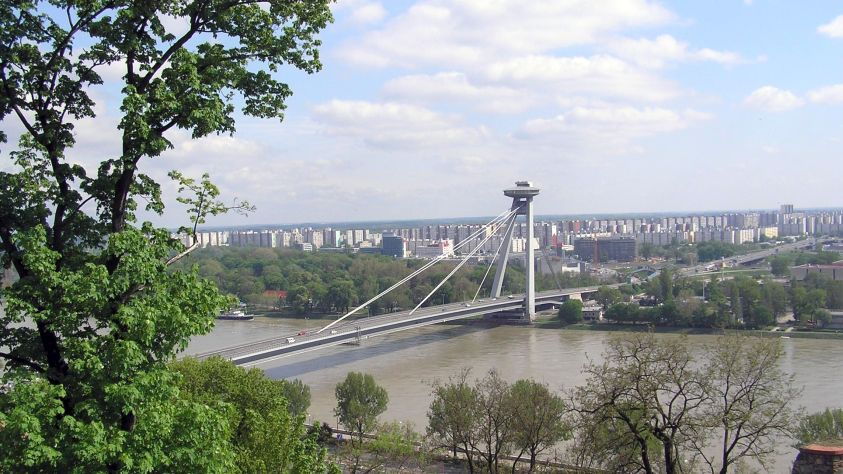 petrzalka_z_hradu.jpg