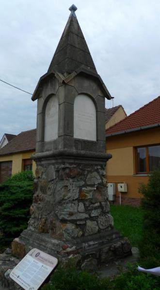 03_fandlyho_pomnik.jpg
