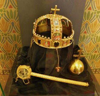 13  Budapešť svätoštefánska koruna.jpg