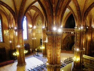 7 Budapešť, interiér Kostola M. Korvína.JPG