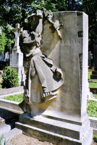 autorom_pieskovcoveho_nahrobnika_kulturneho_pracovnika_a_pravnika_andreja_halasu_z_roku_1923_je_frantisek_uprka.jpg