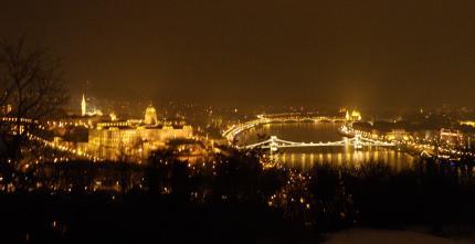 1 Budapešť večer.JPG
