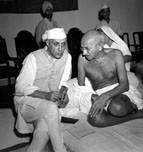 1xxxx09_xx_OSOBNOSTI_k textu Mahatma_a_jeho_solny_Gandhi_a_Nehru_1942_-m.jpg