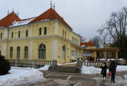 2_kursalon_teda_kupelna_dvorana_s_muzeom_je_eklekticka_budova_z_roku_1893.jpg