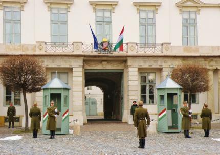 Budapešť stráž sídlo prezidenta3.jpg