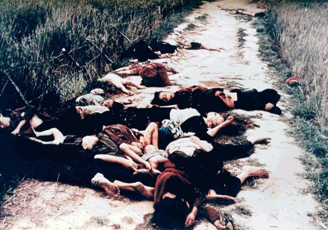 dead_from_the_my_lai_massacre_on_road.jpg