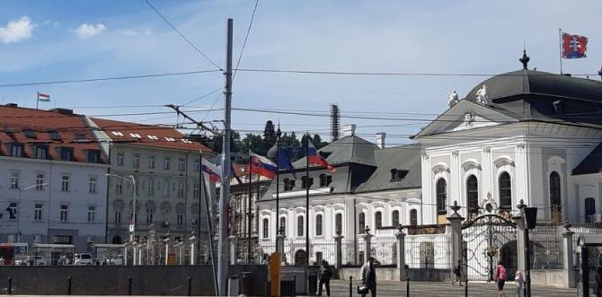 madarska_vlajka_na_velvyslanectve1.jpg