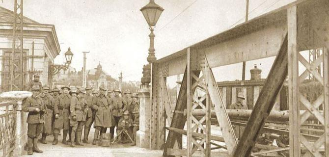 straz_legionaru_z_italie_na_bratislavskem_moste_1.jpg