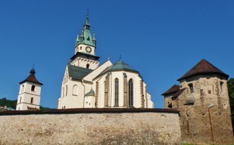 10_kostol_sv._katariny_v_kremnici_je_obohnany_hradbami.jpg