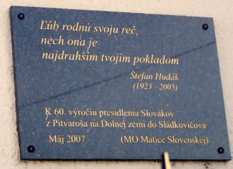 16_tabula_prichodu_slovakov_na_evanjelickom_kostole.jpg
