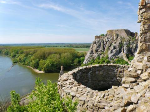 19_devinsky_hrad_nad_sutokom_dunaja_a_moravy.jpg