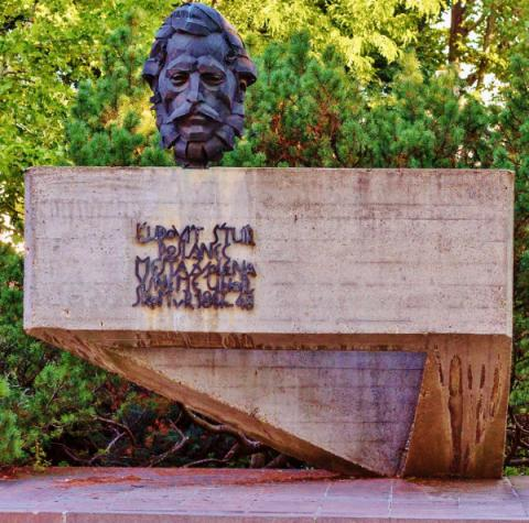 23_zvolen_park-ludovita-stura_600x594.jpg
