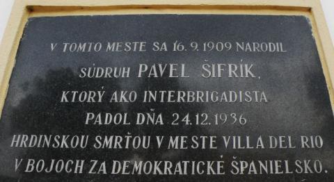 5_tisovec_pamatna_tabula_interbrigadistovi_pavlovi_sifrikovi.jpg