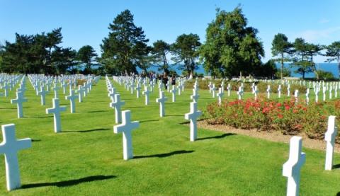 6_na_cintorine_usa_pri_omaha_beach_pochovali_9_387_padlych_vojakov.jpg