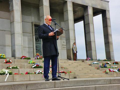 6_slavin_rusky_velvyslanec_alexej_fedotov_pri_prejave_na_slavine.jpg
