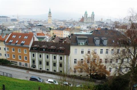7_vyhlad_z_hradu_na_stare_mesto.jpg