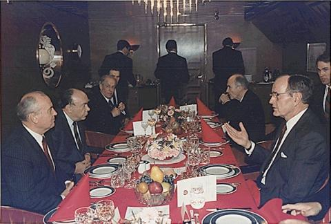 bush_and_gorbachev_at_the_malta_summit_in_1989.jpg