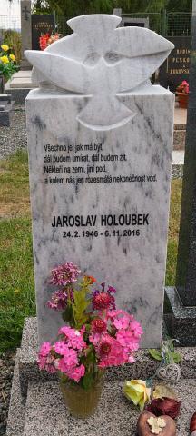 holoubek_pomnik.jpg