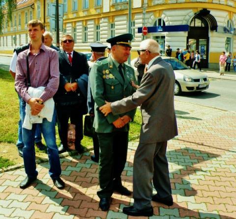 partizan_a_neskor_diplomat_vladimir_micuda_v_druznej_besede_s_ukrajinskym_veteranom.jpg