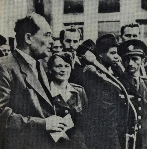 podpredseda_kss_k._smidke_pri_prejeve_na_manifestacii_slovenskych_odborovych_zvazov_22._oktobra_1947.jpg