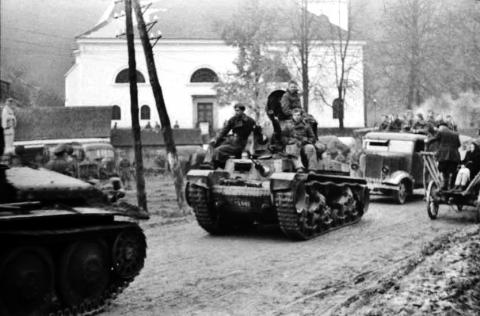 povstalci_koncom_oktobra_1944_ustupuju_starymi_horami_na_donovaly_zatial_este_na_vojenskej_technike.jpg