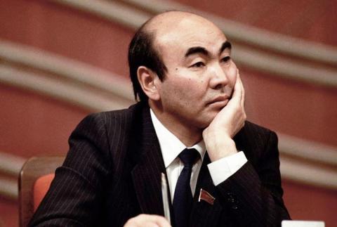 prvy_prezident_kirgizska_askar_akajev_rok_1995.jpg