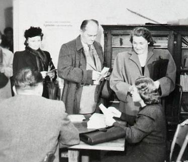 smidke_s_manzelkou_vo_volbach_v_maji_1946.jpg