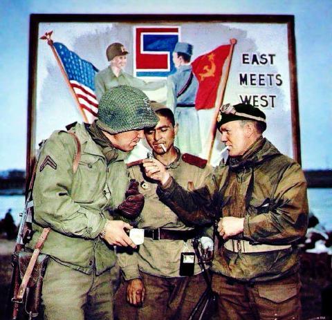stretnutie_vojakov_cervenej_armydy_a_us_army_na_labe_jar_1945._kolorovane_fotografia372140.jpg