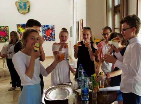 zasluzene_pohostenie_pre_ziakov_sponzorovala_rodina_hodzovcov.jpg