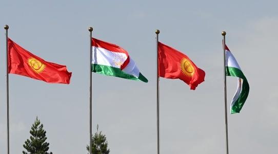 vlajky_kirgizsko_tadzikistan.jpg